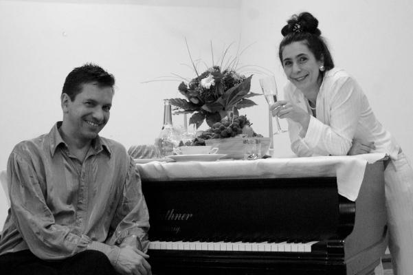 Daniel Herzig und Marion Neuendorf am Flügel